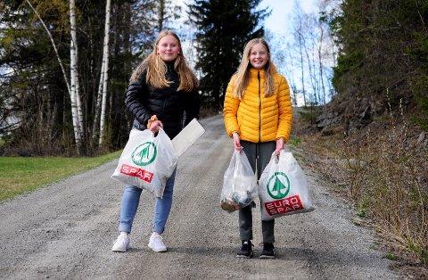 Gøy: I vår har Adele Lauvhaug Wangsnes (t.v) og Linn Lysen Østby plukket søppel i Ranheimsbygda. - Det er gøy å plukke søppel, sier de.