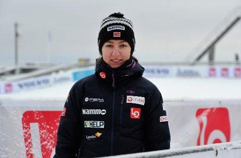 Tilskuer: Ingebjørg Saglien Bråten har ennå ikke klart å overvinne frykten og hoppe på ski igjen. Derimot trener hun jamt og trutt og har testet bedre enn noen gang på fysiske tester i sommer og i høst.