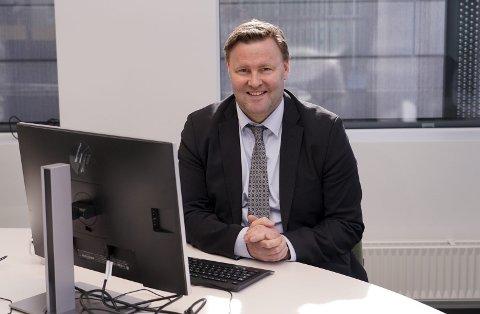 PÅ KONTORET: I arbeid som assisterende helsedirektør, en posisjon Espen regner med han kommer til å ha resten av 2020. FOTO: Finn Oluf Nyquist