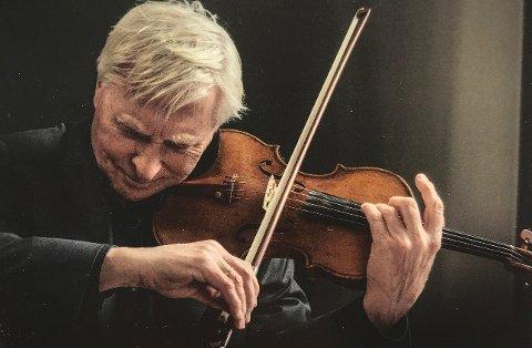 LEGENDE: Arve Tellefsen er en av landets mest anerkjente musikere gjennom flere tiår. Han gjester kulturkirken i Son torsdag 3. mai.