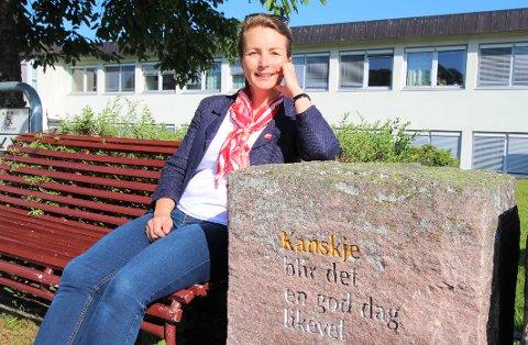 VIL FOREBYGGE: – Mange nye elever i en klasse skaper en annen dynamikk i klasserommet og gi læreren en ekstra utfordring, sier SVs tredjekandidat Susanne Riekeles.