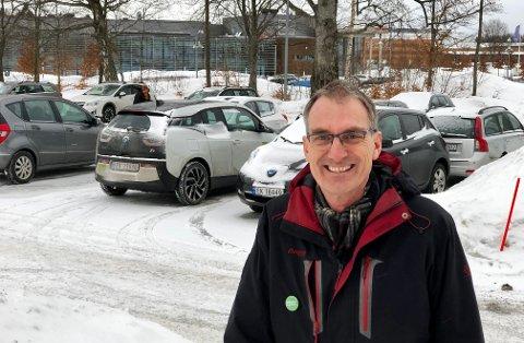 DÅRLIG FOR MILJØET: 1.350 gratis parkeringsplasser på Bakkenteigen er dårlig for miljøet, mener Harald Moskvil (MDG).