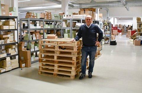 LOKAL BEDRIFT: Glass og Interiør er en nettbutikk som holder til på Barkåker. I 2020 styrer de mot en omsetning på 50 millioner kroner. Styreleder og daglig leder er Henrik Hulaas.