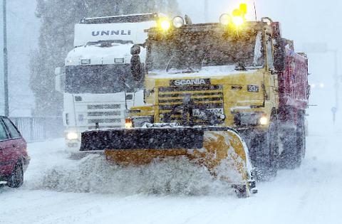 Det varsles mye snø og vanskelige kjøreforhold det neste døgnet.