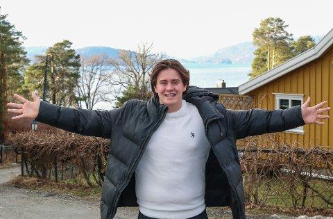 Så glad: – Jeg har nesten alltid vært opptattav å plukke med meg søppel jeg finner på min ferd, enten på eller ved fjorden, og nå kan jeg realisere drømmen om å gjøre dette langt mer effektivt, erkjenner en jublende glad Holger Kristiansen, etter at han har fått vite at han tildeles Oslofjordprisen 2021. Alle foto: Staale Reier Guttormsen