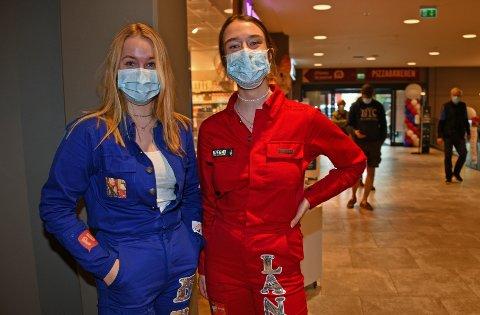 Maria Brubak og Maiken Langbråten tok seg en tur til Tangen Senter for å handle bobler og innvie de nye russedressene.
