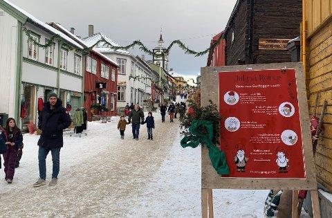 Smittevern i gatene: - Jul på Røros er et trivelig konsept, med en god ansamling av smitteverntiltak, sier kommunalsjef Elisabeth W. Heidtmann.