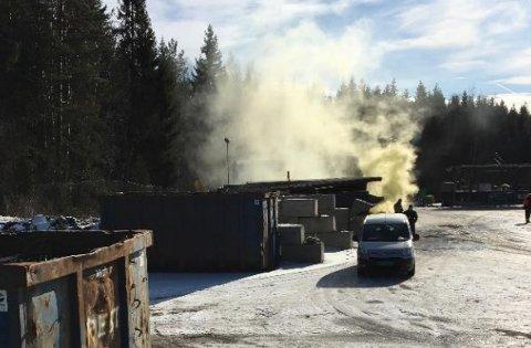 Røykgranat på Oppegård gjenvinningsstasjon.