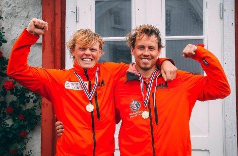 REGJERENDE NORGESMESTERE: Thomas (t.v.) og Mads Mathisen vant NM-gull i 49er-klassen i Tønsberg i fjor sommer. Det var deres siste triumf sammen.