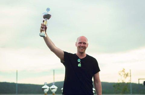 SHOWMANN: Olav Haugen Hasdal leverte best show i Lillesand i sin nye bil i helgen.