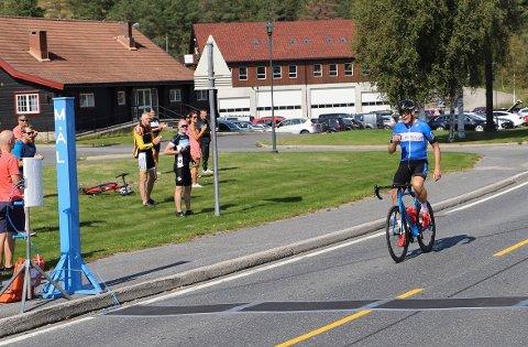 ALENE TIL MÅL: Per Eskeland vant Fjorden rundt overlegent.