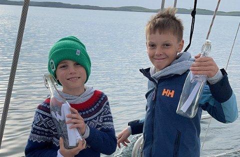 Kompisene Isak og Villas sendte flaskepost for to uker siden. De hadde aldri trodd at noen av de faktisk skulle bli funnet.