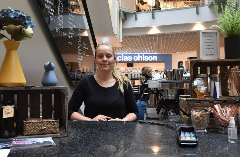 Belinda Gjerstad Bergli er daglig leder ved Java kaffebar på Koch, og nå ser hun etter nye deltidsansatte. Men én ting vil hun helst slippe å få vedlagt i søknaden.