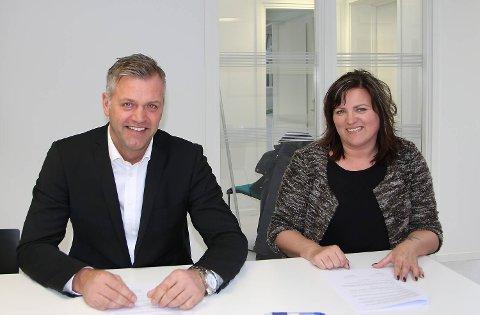 Espen Fuglesang fra NITO og høgskoledirektør Sonja Dyrkorn undertegnet samarbeidsavtale om nytt studium i taksering onsdag.