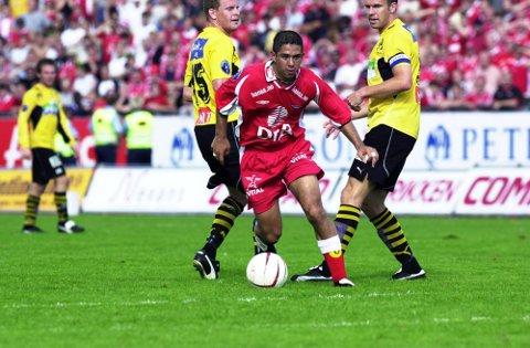 Alonso Solis i kjent driv for Brann i 2002-sesongen. Han spilte kun 14 kamper for Brann, men rakk å spille seg inn i hjertene til Brann-supporterne.