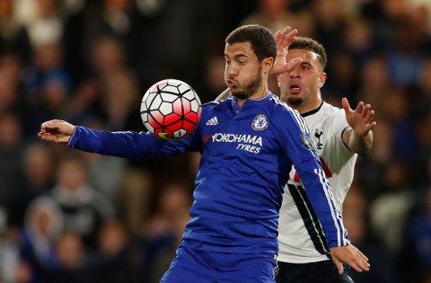 Chelseas Eden Hazard i kamp med Tottenhams Toby Alderweireld.