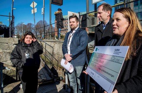 F.v.: Linda Holmedal, Christian Sørensen (salgssjef Vestlandet Fjordkraft), Hans Martin Opsal (markedssjef i Salgs- og reklameforeningen i Bergen) og Marielle Sæternes (daglig leder i SRF).