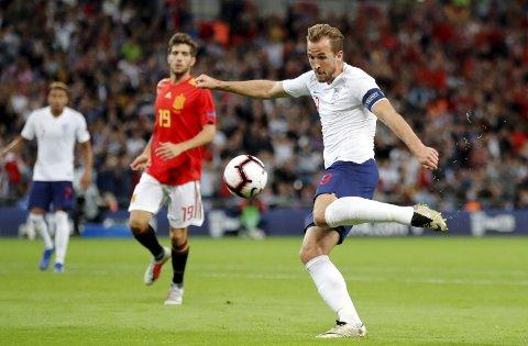 England og Harry Kane tapte lørdagens kamp mot Spania. De får det ikke enlt mot Sveits heller.  (AP Photo/Frank Augstein)