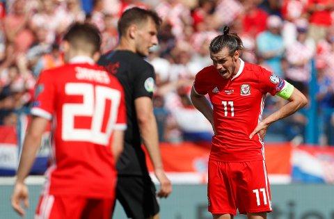 Gareth Bale (t.h.) og Wales har møtt Kroatiafem ganger, og de har aldri vunnet. De fire siste kampene har de tapt. (AP Photo/Darko Bandic)