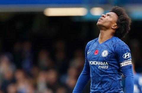 Chelsea og Willian har vist noen svakhetstegn i de siste kampene.  Kan de gå på trynet mot West Ham? (AP Photo/Alastair Grant)