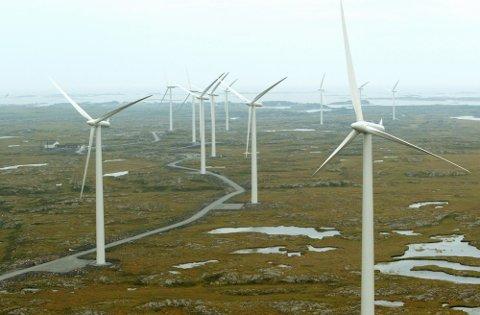 Ifølge Statnett forutsetter en elektrifisering av Norge utbygging av vindkraft. Selskapet estimerer at produksjonen av ren energi må økes med 25-30 prosent for å halvere norske CO2-utslipp. Her fra vindparken på Smøla i Møre og Romsdal.