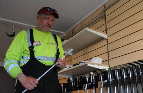 Satser: Thore Dypvik har nylig startet nettbutikk, og satser på salg av brukt og nytt golfutstyr.