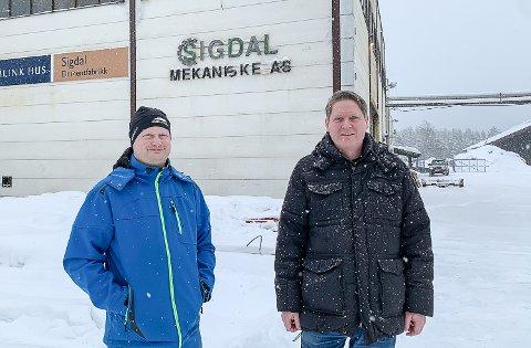 BEDRIFTSEIERE: Eggedølingene Øystein Frøvold (t.v.) og Erik Garbrielsen har kjøpt Sigdal mekaniske AS. 1. mars overtar de den allsidige bedriften Svein Haga har drevet de siste 30 årene.