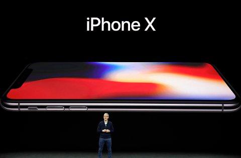 Applesjef Tim Cook avduket iPhone X (uttales «iPhone 10») på en pressekonferanse tirsdag kveld norsk tid.