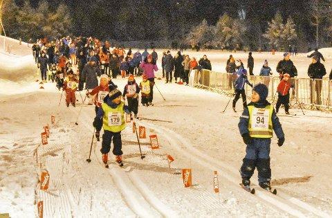 Full stadion hver onsdag: Rundt 600 barn og unge har hver onsdag møtt til onsdagsrenn på Konnerud stadion. I morgen onsdag er rennet avlyst. Bildet er fra jubileumsrennet 50 år i fjor.