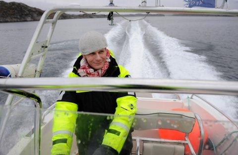 Laksegründer Ola Braanaas på båttur i Skjerjehamn.