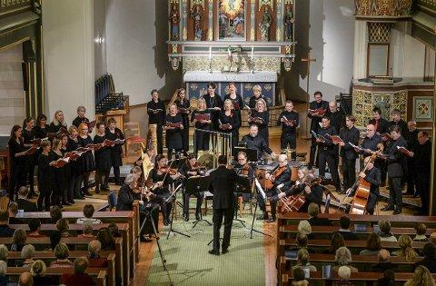 Påskekonserten: Borg domkor byr på flott musikk av J.S. Bach. Her fra juleoratoriet i desember. Tore Erik Mohn er dirigent søndag, med Dan René Dahl på orgel.Arkivfoto: GEIR A. CARLSSON