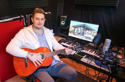 Skaperrommet: Det er i hjemmestudioet Olav Haust lager låtene sine. Nå er han ute med en ny låt som tar for seg angst, noe han selv har strevd med.