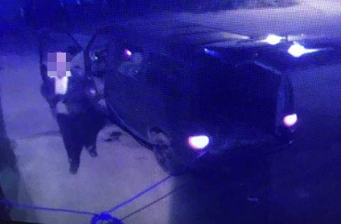 49-åringen ble tyven filmet mens han tappet biler for diesel hos Jørgensen og Jørgensen på Torp. Nå må han møte i retten, tiltalt for en rekke lovbrudd.