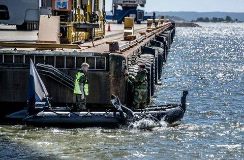 FORBEREDER STORINNRYKK: Dykkere fra HV var allerede i juni akjson ved Borg Havn for å klargjøre området for NATO-øvelsen Trident Juncture. Neste uke kommer de første skipene.