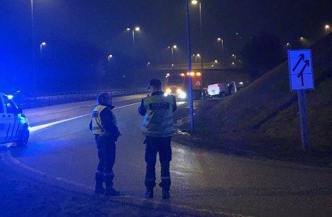 Her på E6 ved Solli endte politijakten på bildesperadoen mandag kveld.