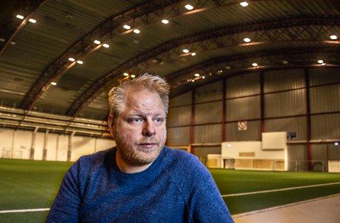 Det var ikke med lett hjerte at Fredrik Raae og de andre i styret i Rolvsøy IF bestemte at klubben skal ha treningspause. – Men smittevernet er viktigst, sier han.