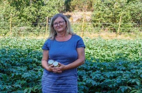 Annike Selmer Thorkildsen slo til da hun leste at det nå er gratis å selge egenproduserte matvarer på byens torg – men trakk seg da hun likevel ble avkrevd leie. – Ikke så rart at ingen har stått der, mener hun.