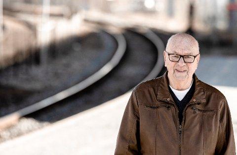 Paradis: Oddvar Hansen fra Lahelle vanket daglig på togstasjonen i fredsdagene. Da var togene fulle av flyktninger som kom hjem fra Sverige, og de hadde lommene fulle av godis.