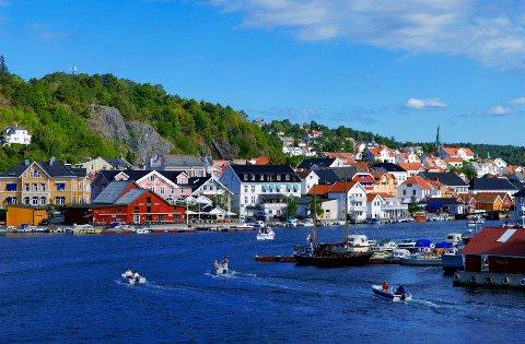 SOMMERIDYLL: Det er rift om hytter og leiligheter på Sørlandet i fellesferien. Å finne noen å bytte bolig med kan være et alternativ. Foto: Willy Haraldsen / NTB