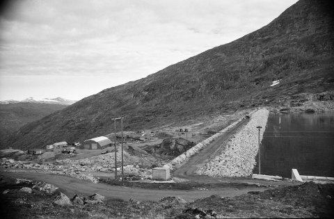 Sildvik kraftverk, inni fjell og på fjellet. Foto fra 1981.