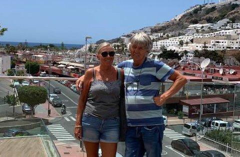 REISER HJEM: Jorill og Ketil Forselv fra Narvik tilbringer vinteren på Gran Canaria. Nå har de fått kjøpt nye flybilletter, og reiser hjem. - Vi måtte gjøre noe, sier Ketil Forselv.