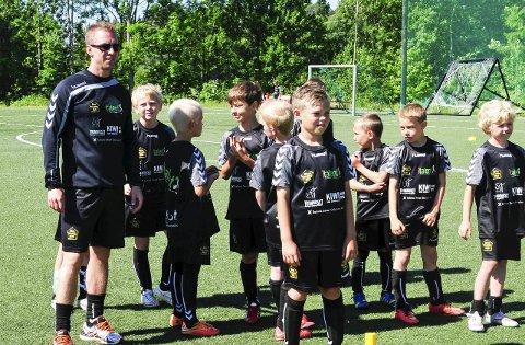 UTVIDER: Det første året med Italent fotballskole var såpass bra at Morten Bredesen Føske (t.v.) og hans partnere utvider fra to fotballskoler i 2015 til sju i 2016.