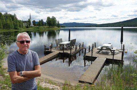 FRISTER:  Vermundsjøen en sommerdag frister til flåteturisme. Kanskje blir det en mulighet til det slik, sier leder i Vermundsjøen grunneierlag, Bjørn Høklingen.