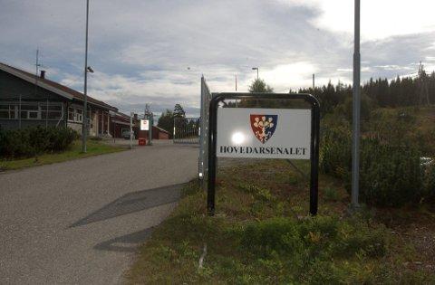 KAN BLI NEDLAGT: Forsvarets Logistikkorganisasjons hovedarsenal på Hovemoen foreslås nedlagt av forsvarssjefen.