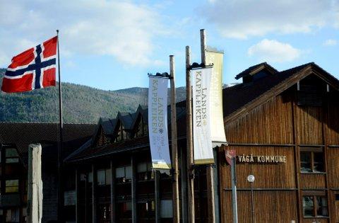 Vågåbygda bur seg på storstemne, Landskappleiken 22.-26. juni er norsk folkemusikks hovudmønstring med over tusen deltakarar og kanskje tidobbelt så mange tilreisande. Vimplane er oppkome framfor kommunehuset, den nye rutebilstasjonen og kulturhuset.