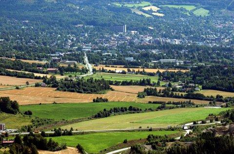 Konflikt: - Vi registrerer at rådmannen i Lillehammer kommune ikke definerer jordbruk og dermed matproduksjon som næring, skriver faglagslederne.