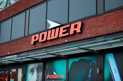 JOBBET GRATIS: Ansatte i elektronikkjeden Power har blitt bedt om å jobbe gratis i butikkene, skriver E24.