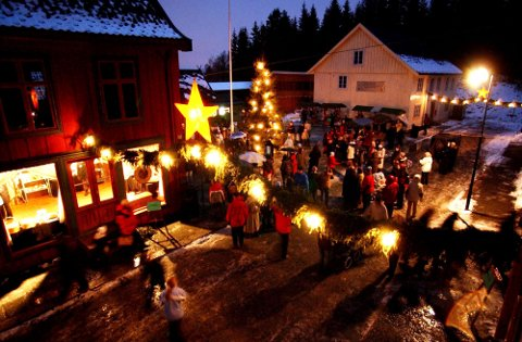 MAIHAUGEN: Julemarkedet samler årlig flere tusen besøkende. (Arkivfoto)