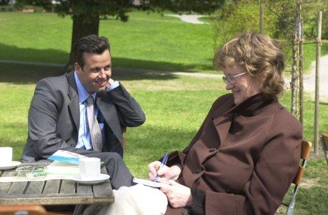Ari Behn i samtale med GDs journalist Live Sætre i i 2001. Året etter skulle han gifte seg med prinsesse Märtha Louise, men kjærlighetslivet var et ikke-tema under intervjuet i Søndre park.