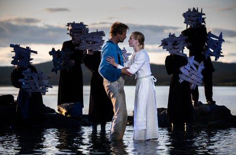 Pål Christian Eggen spiller hovedrollen som Peer. Her i samspill med ballettdanser Grete Sofie Borud Nybakken, i rollen som Solveig, Bildet er fra torsdagens generalprøve.